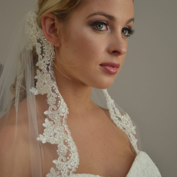 769-One-tier-fingertip-veil-with-beaded-lace-edge.-600x600
